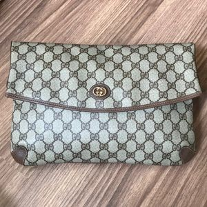 LARGE ‼️💯 % authentic Gucci clutch